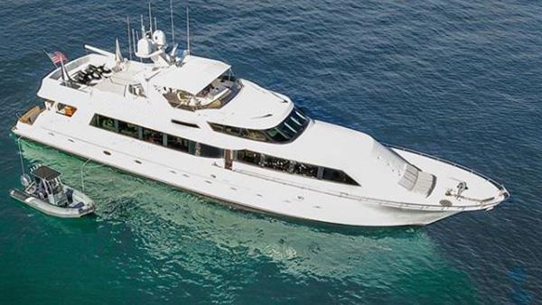 Los Angeles Yacht Charter_0003_106ft. Mega Yacht
